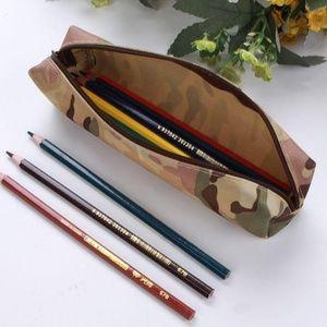 🍎 [NWOT] Pencil Pouch khaki camo